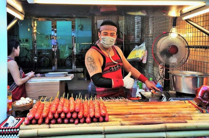 Taipei-wild-boar-sausage-vendor